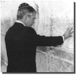 http://realitybloger.files.wordpress.com/2013/05/5cbf1-bush_at_wailing_wall.png?w=282&h=274
