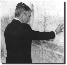 http://realitybloger.files.wordpress.com/2013/05/5cbf1-bush_at_wailing_wall.png?w=282&h=274&resize=282%2C274